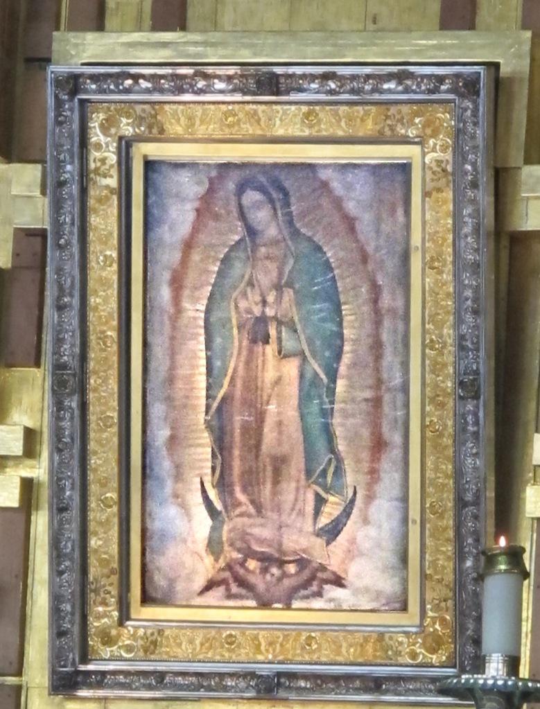 mejico-161-ciudad-de-mejico-la-basilica-de-guadalupe-el-retablo-original-de-la-virgen-de-guadalupe-el-mas-venerado-en-america-fotografiada-a-mas-de-70-m-sin-flash-mas-cerca-no-est (1)