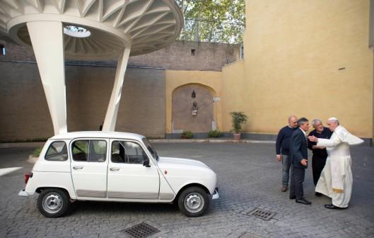 """El carrito """"de lujo"""" de Su Santidad !!!!!"""